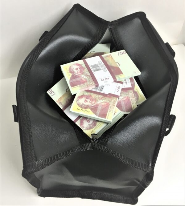 Bag of cash 50 British pounds (100 pcs)